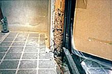 玄関入口柱被害